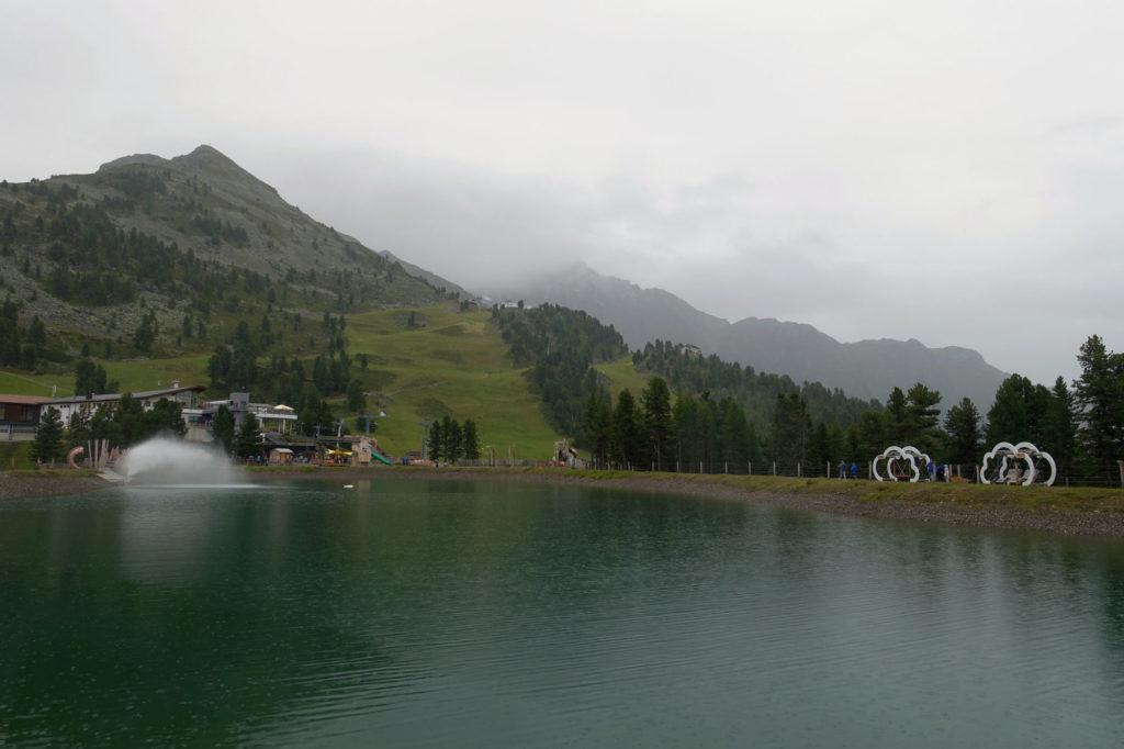 Spielplatz und See in Hochoetz bei der Acherkogel-Bahn