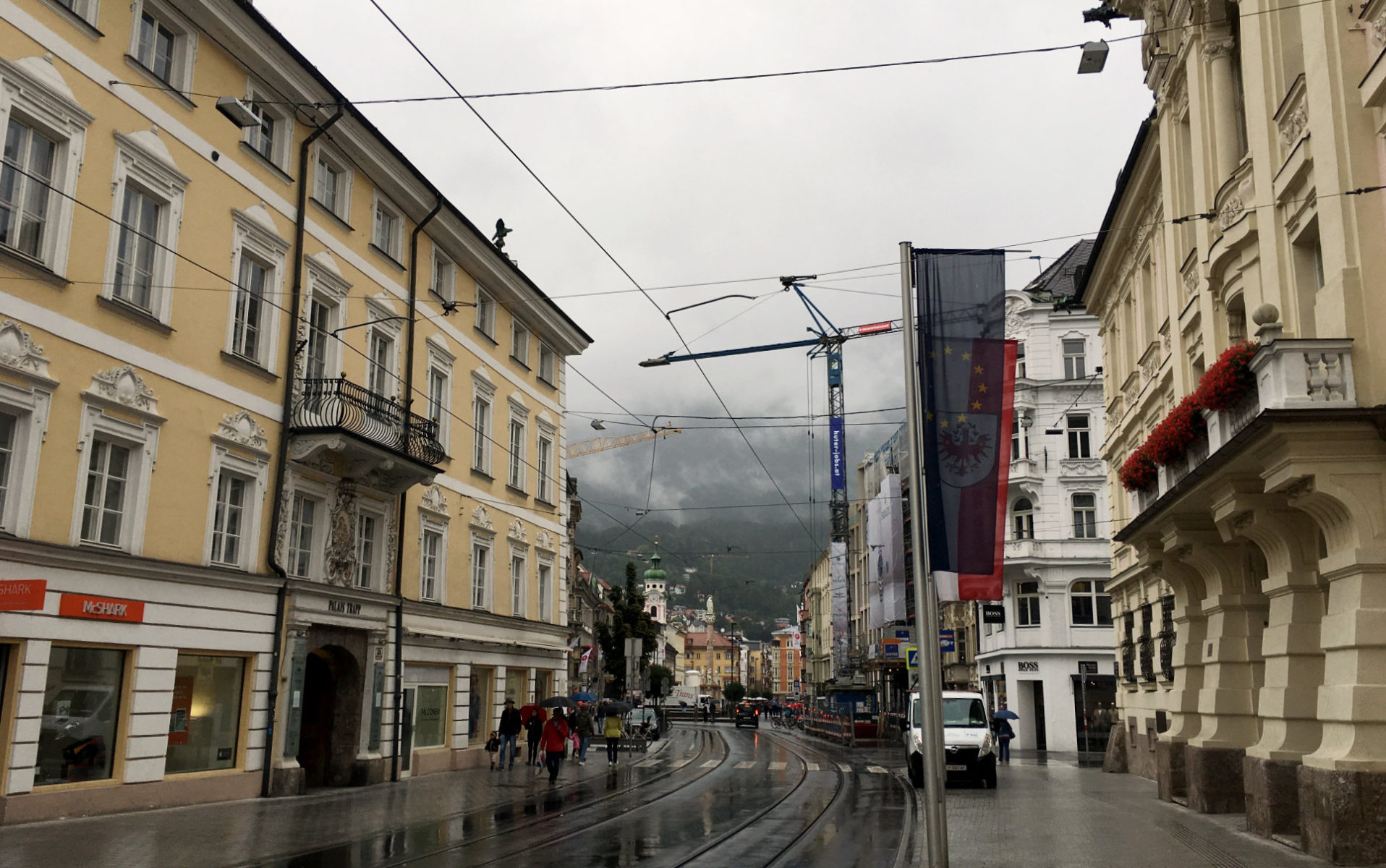 Innsbruck, Shopping im Regen