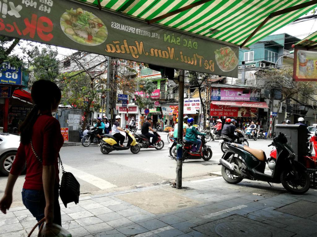 Hanoi: Strassenszene mit Roller