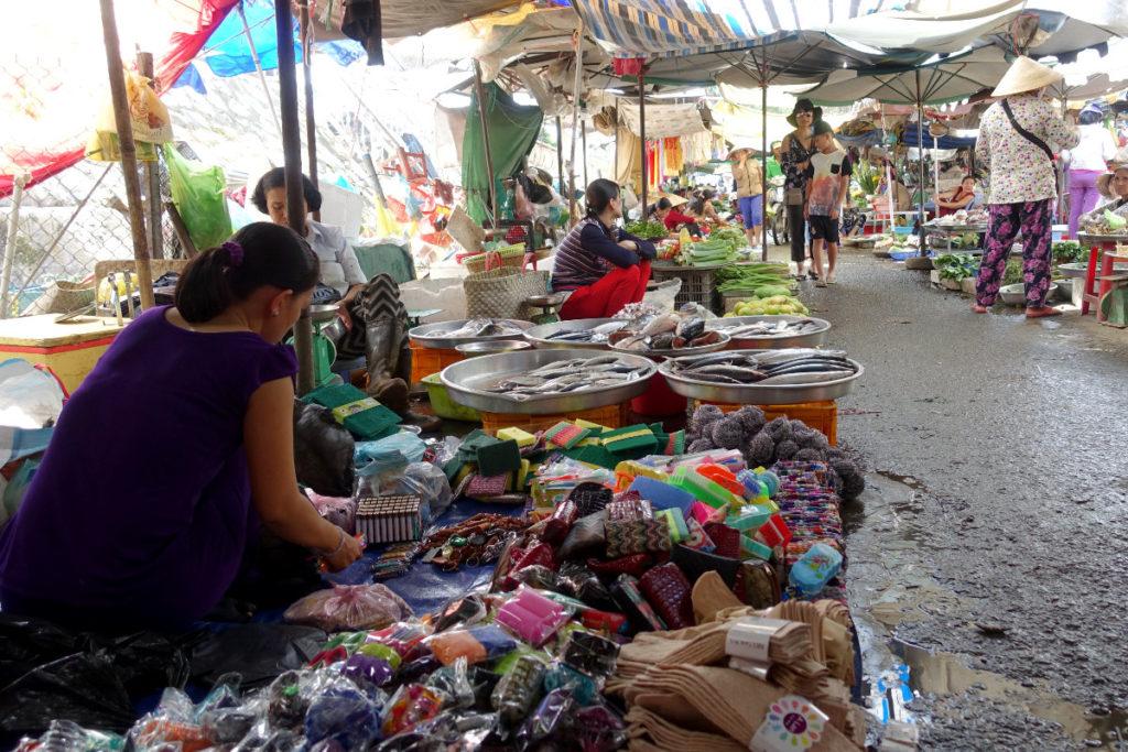 Auf dem Markt in Cai Be im Mekong-Delta., Vietnam