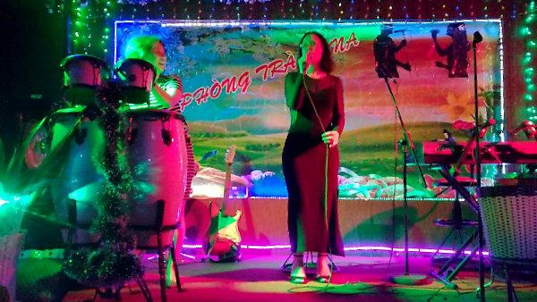 «Meine» Rachel auf der Karaoke-Bühne in Annas Coffee.