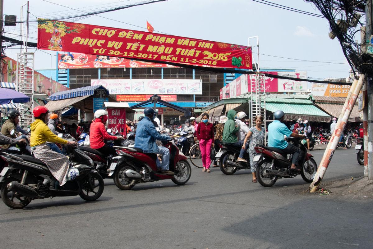 Roller in einem Aussenquartier von Ho Chi Minh City.