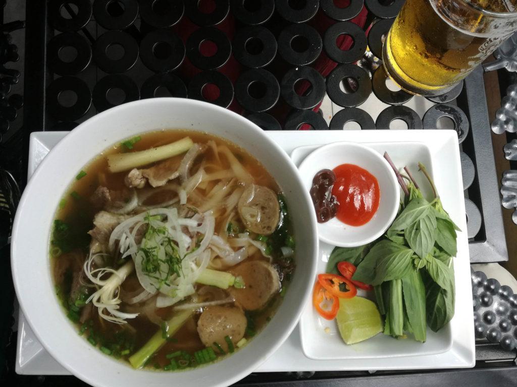 Vietnamesische Nudelsuppe Pho: Aussprache